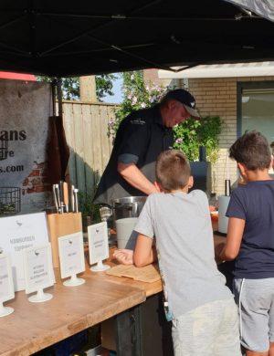 De Gulle Gans, Live BBQ Catering Den Bosch Live BBQ Catering Den Bosch wij verzorgen uw bbq Kinderen aan de werktafel